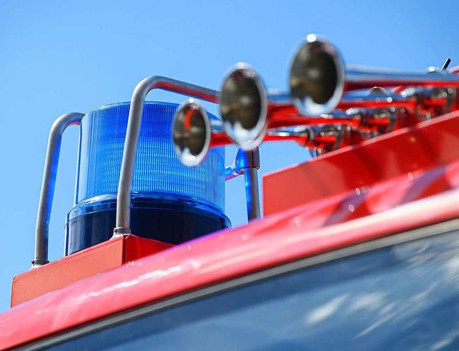 Ein Waldarbeiterfeuer löste einen Feuerwehreinsatz in Gresgen aus.    Foto: Robert Michael (dpa)