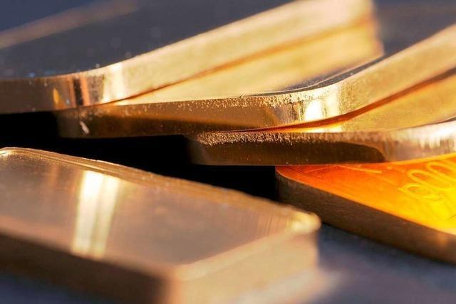 76-Jährige will ein Kilo Gold im Hosenbund schmuggeln