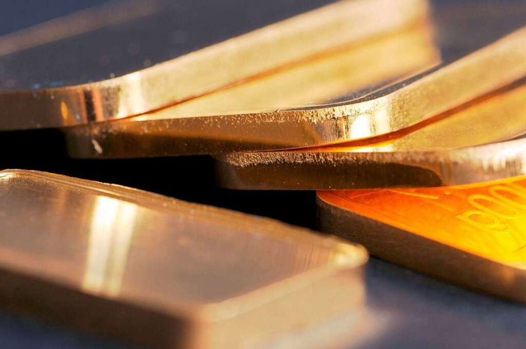 Ein Kilo Gold wollte eine Frau vor den Zöllnern verstecken.  | Foto: Armin Weigel (dpa)
