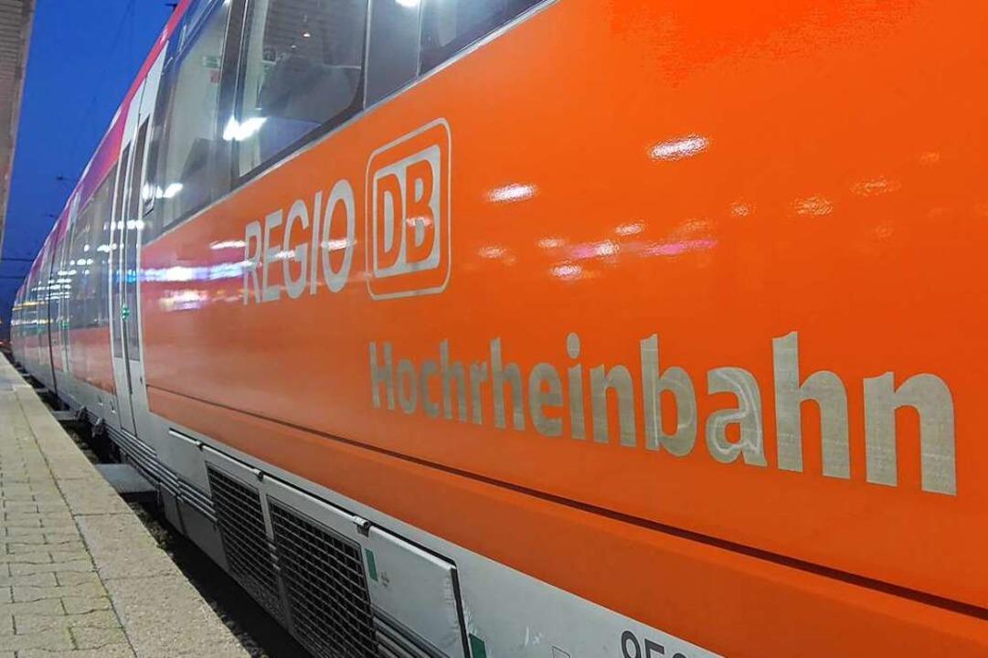 Eine Regionalbahn wartet im Badischen ...t seit dem Lockdown deutlich gesunken.    Foto: Daniel Gramespacher