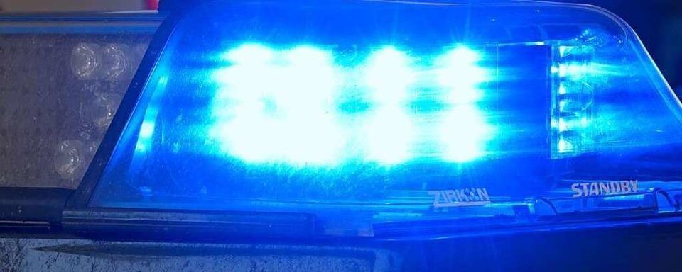 Auto fährt bei Simonswald gegen Mauer und überschlägt sich