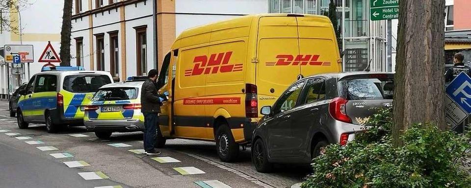 Zeugenaussage: Dieb des Paketdienstfahrzeugs soll kahlköpfig und korpulent sein