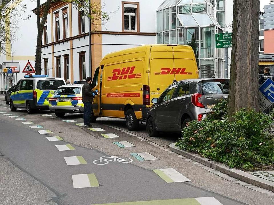 Nachdem der Dieb mit dem gestohlenen P...en gerammt hatte, suchte er das Weite.  | Foto: Ralf Burgmaier