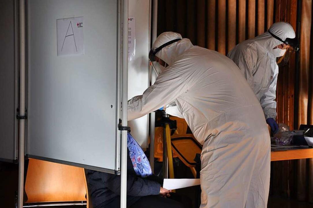 Das DRK Wollbach testet Bürger.    Foto: Jutta Schütz