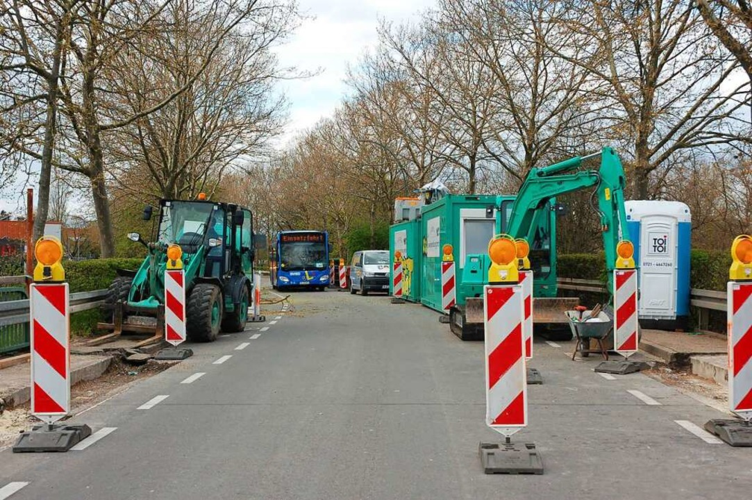 Busse dürfen über dir Brücke, Autos nicht.    Foto: Wolfgang Beck