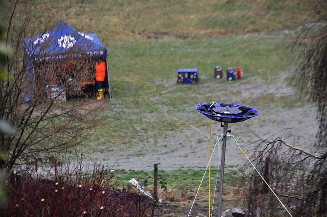 Mit Sonden überwachte das THW die Erdbewegungen.  | Foto: Nicolai Kapitz