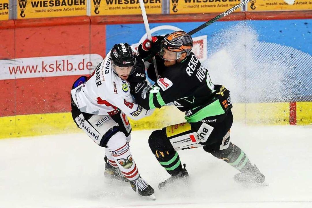 Packender Playoff-Tanz auf Kufen: Frei...-Sieg des EHC am Sonntag in Bietigheim  | Foto: Avanti/Ralf Poller via www.imago-images.de