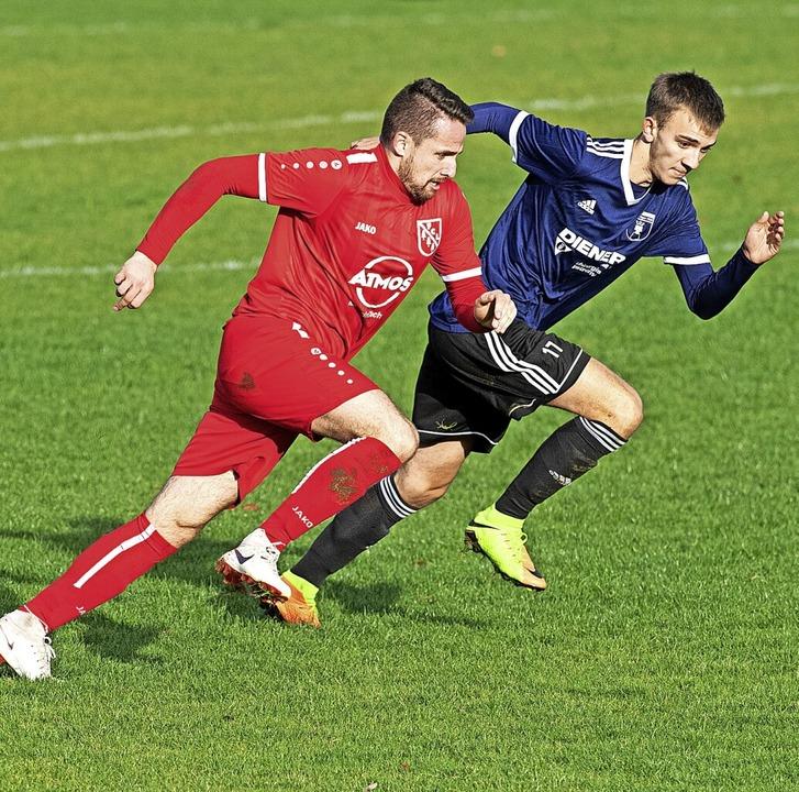 Fabian Gamp (links) soll mit seiner Sc...l-Landesligisten FC Neustadt beleben.     Foto: Wolfgang Scheu
