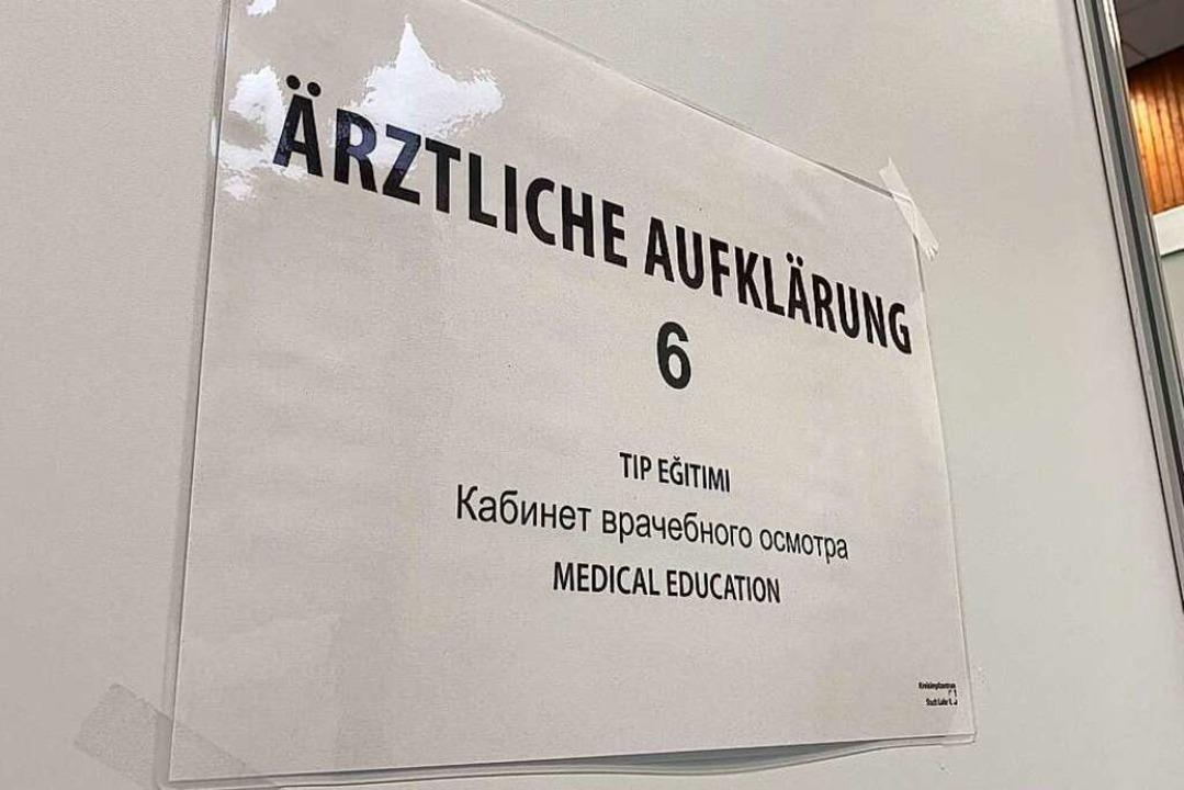 """""""Ärztliche Aufklärung"""" in mehreren Sprachen    Foto: Mark Alexander"""