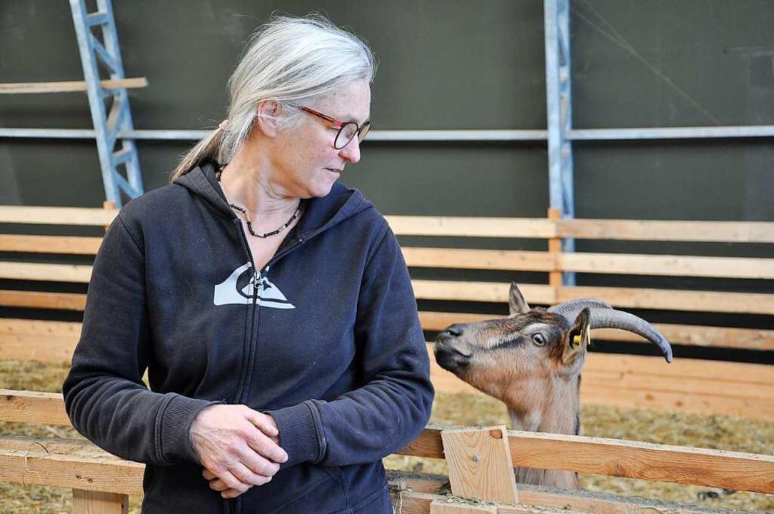 Regina Loreth am Stall  | Foto: Jutta Schütz
