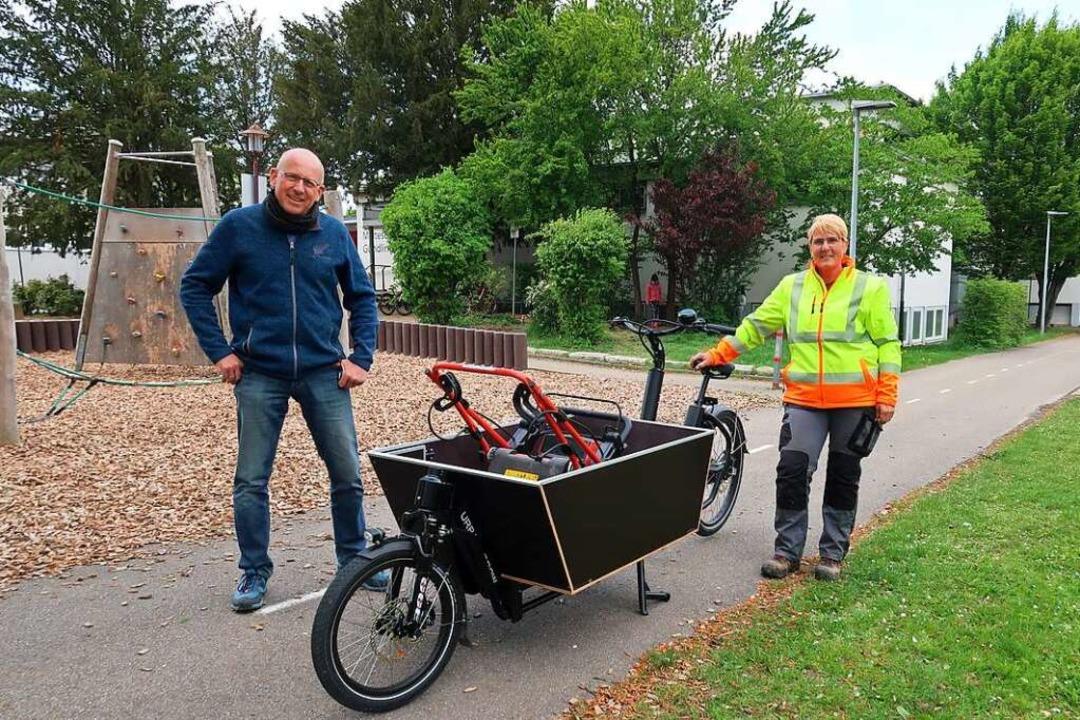 Genug Platz für einen Rasenmäher: Geme...er Thomas Vierlinger am Lasten-E-Bike   | Foto: Christine Weirich