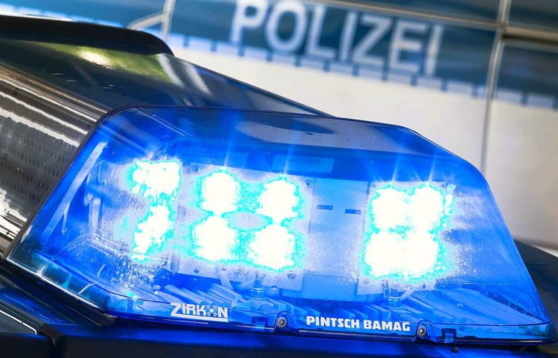 Ein Hondafahrer soll zwei Radfahrerinn...worden sein, wie die Polizei mitteilt.    Foto: Friso Gentsch (dpa)
