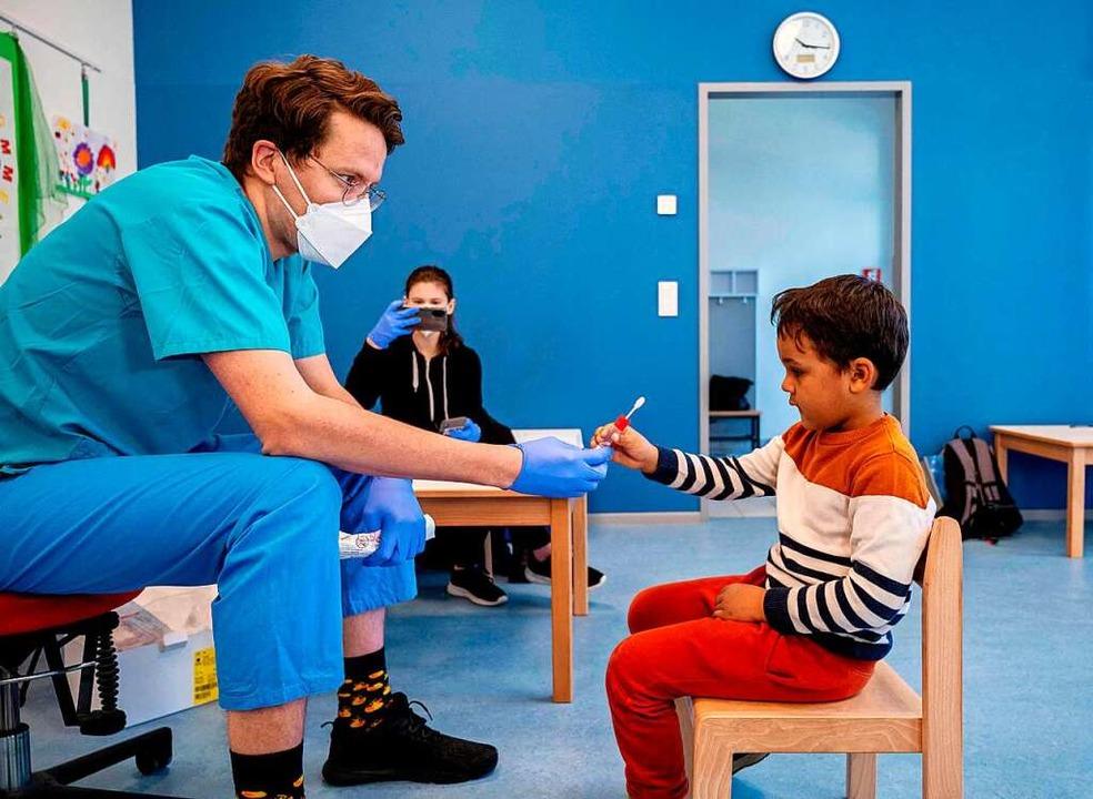 Seit Montag gilt in allen Kindertagese...Regel von den Kindern zuhause gemacht.    Foto: JOE KLAMAR (AFP)