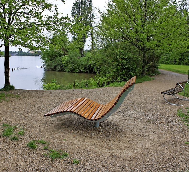 Ruhe und ein schöner Ausblick an der R...k, rechts die vom HGV gestiftete Bank.    Foto: Rolf Reißmann