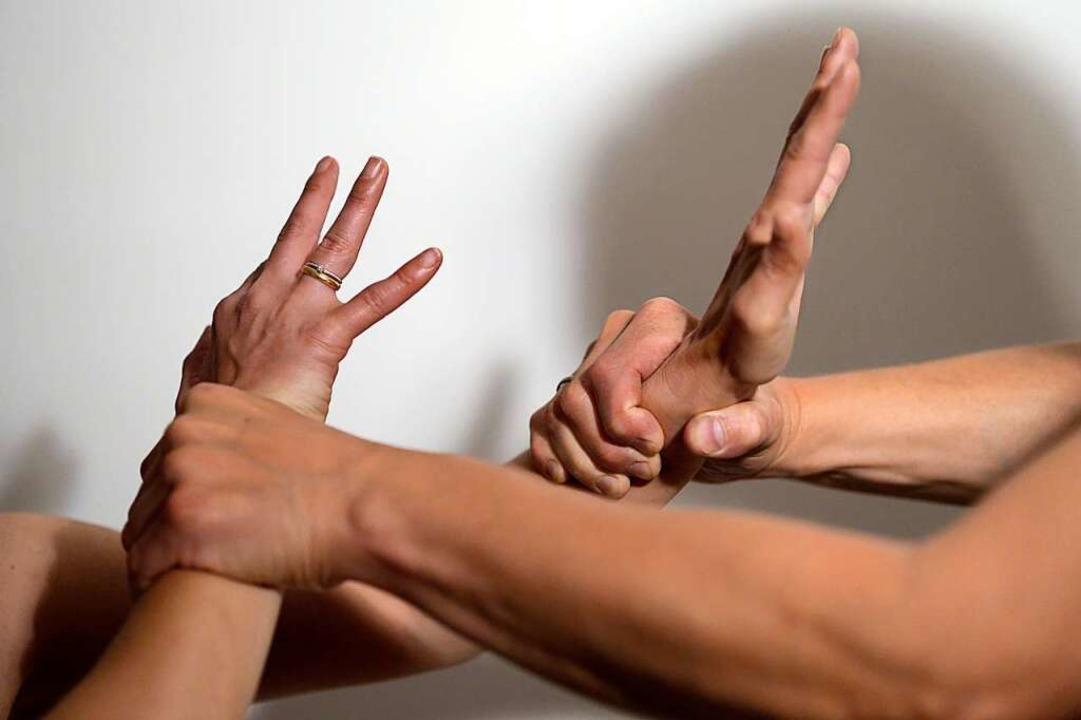Häusliche Gewalt geht meist von Männern aus.  | Foto: Maurizio Gambarini (dpa)