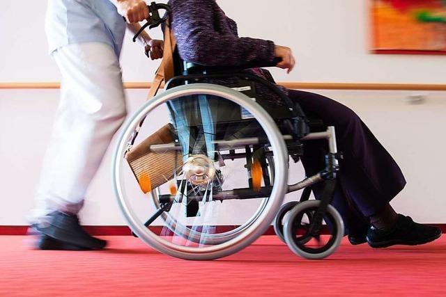 Pflegende in Südbaden demonstrieren für bessere Arbeitsbedingungen