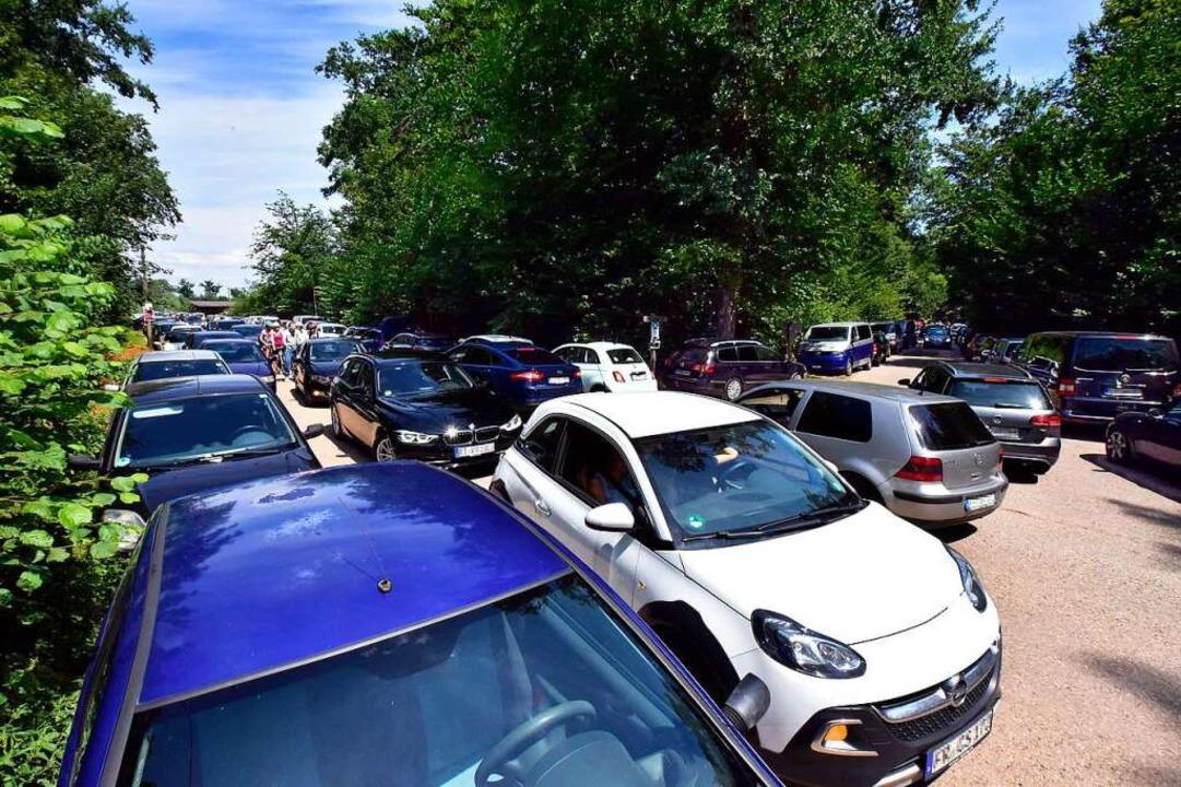 Im vergangenen Jahr waren die Parkplät...Nähe des Opfinger Sees gestopft voll.   | Foto: Thomas Kunz