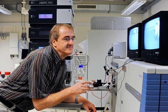 Der Physiologe Bernd Fakler erforscht, wie sich Nervenzellen miteinander verständigen