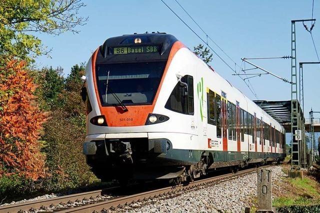 14-Jähriger im Zug von Mann beleidigt – Zeugen gesucht