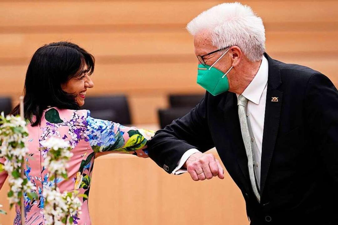 Landtagspräsidentin Muhterem Aras grat...nach der Wahl zum Ministerpräsidenten.  | Foto: Uwe Anspach (dpa)