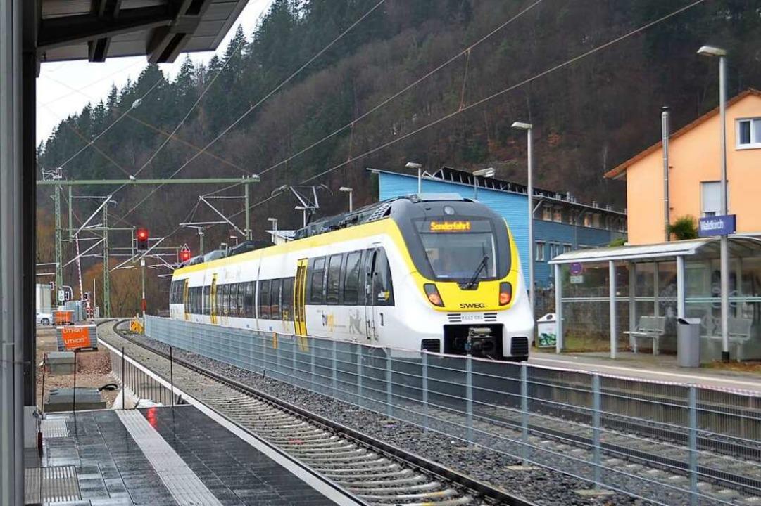 Zur Prüfung der Leit- und Sicherheitst...nt-3-Fahrzeug am Waldkircher Bahnhof.     Foto: Nikolaus Bayer