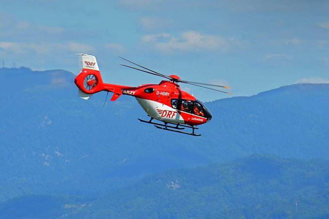 Auch ein Rettungshubschrauber ist wie auf diesem Symbolbild im Einsatz.    Foto: Ralf Burgmaier