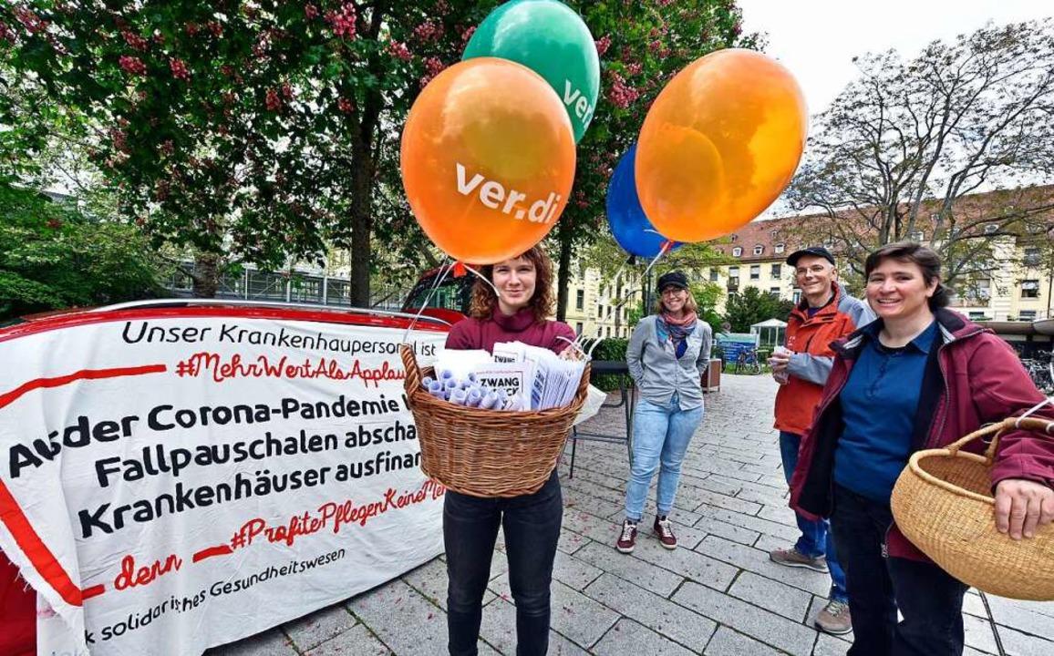 Franziska Pfab, Imke Pirch, Ingo Busch...bessere Bedingungen in der Pflege ein.  | Foto: Michael Bamberger