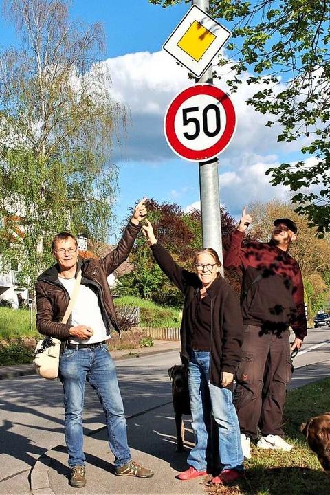 Volker Müller (links) hat sich mit wei... höchsten 50 km/h verpflichtet werden.    Foto: Wolfgang Beck