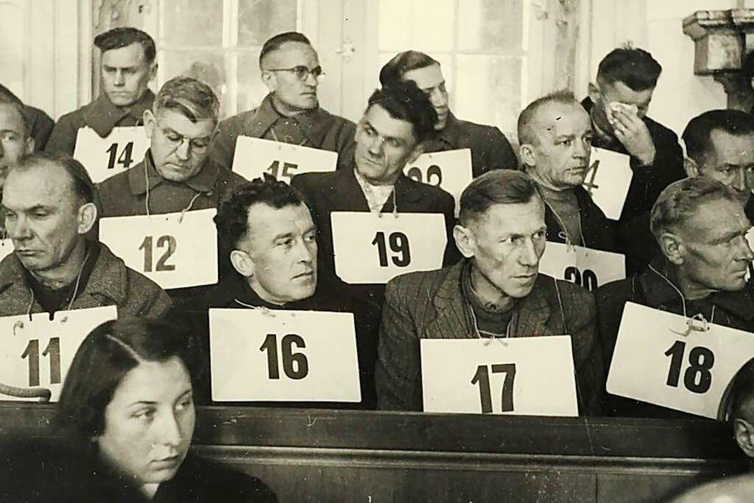"""Angeklagte mit Nummern zur Zuordnung; ...erin Helga Kloninger (später  Stödter)    Foto: """"Kreisarchiv Rastatt"""""""