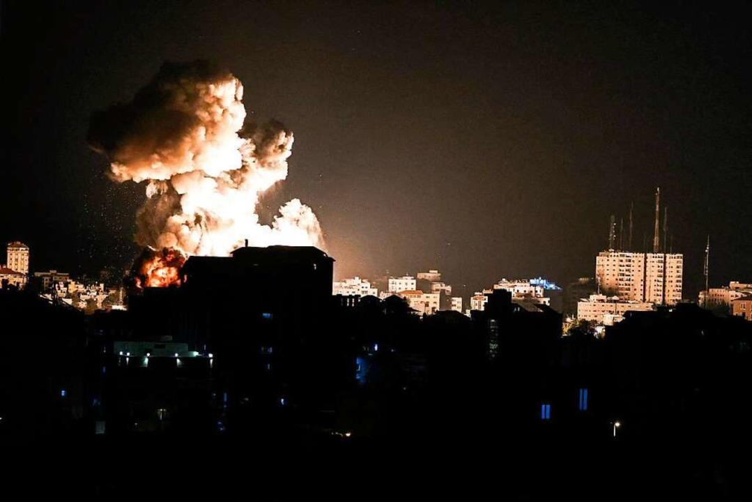 Feuer im Gazastreifen nach Luftangriffen aus Israel    Foto: MAHMUD HAMS (AFP)