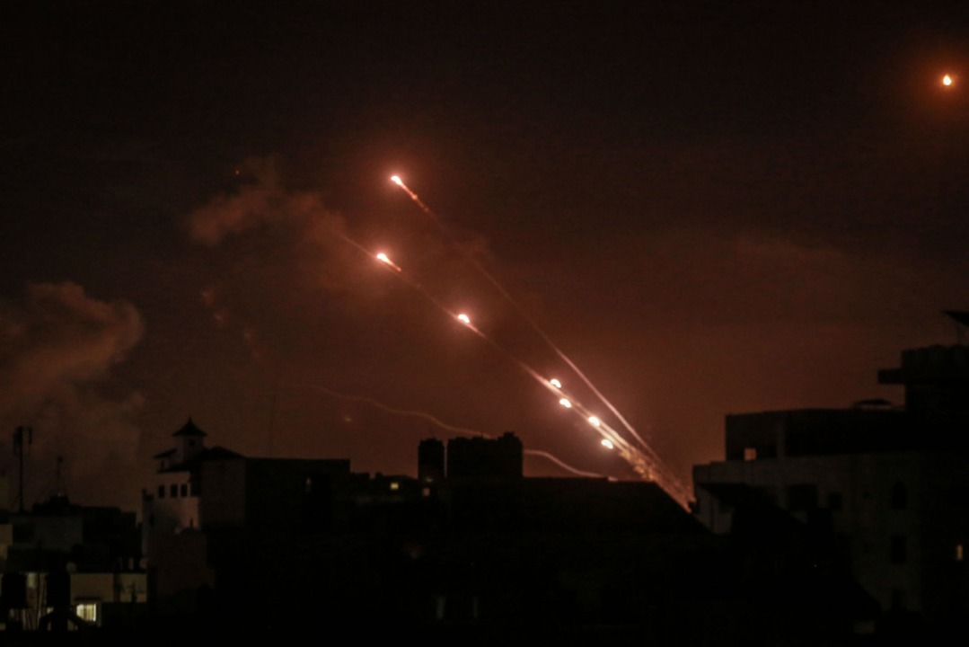 Raketen von der islamistischen Hamas, ...t in Richtung Israel abgefeuert wurden    Foto: Mohammed Talatene (dpa)