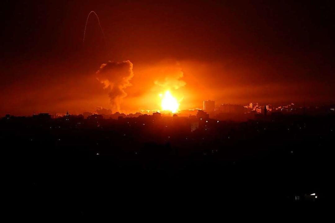 Luftangriffen in Gaza: Wegen des Eskal...ischen Demo, die die Polizei auflöste.    Foto: Bashar Taleb (dpa)