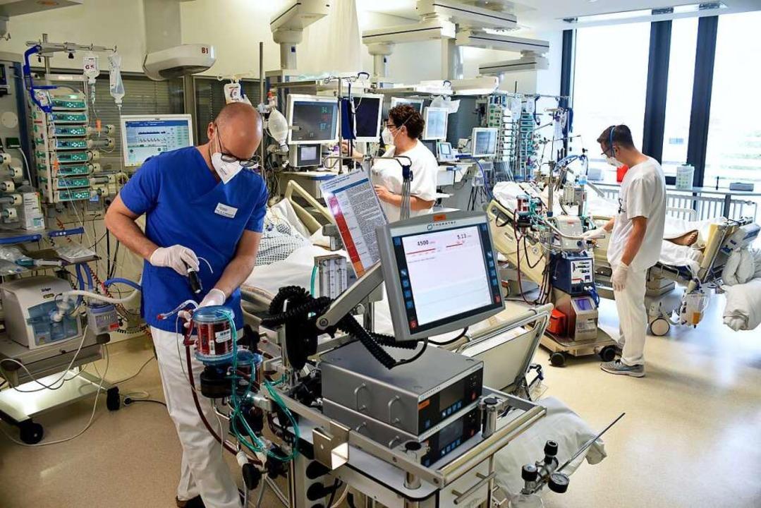 Die Zahl der Corona-Patienten in den F...igt die Intensivstation der Uniklinik.    Foto: Thomas Kunz