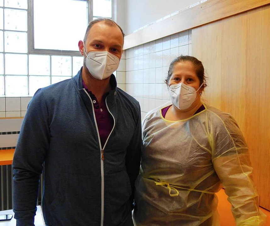 Der Arzt Julius Lambert mit Arzthelferin Anita Rüdtlin  | Foto: Gudrun Gehr