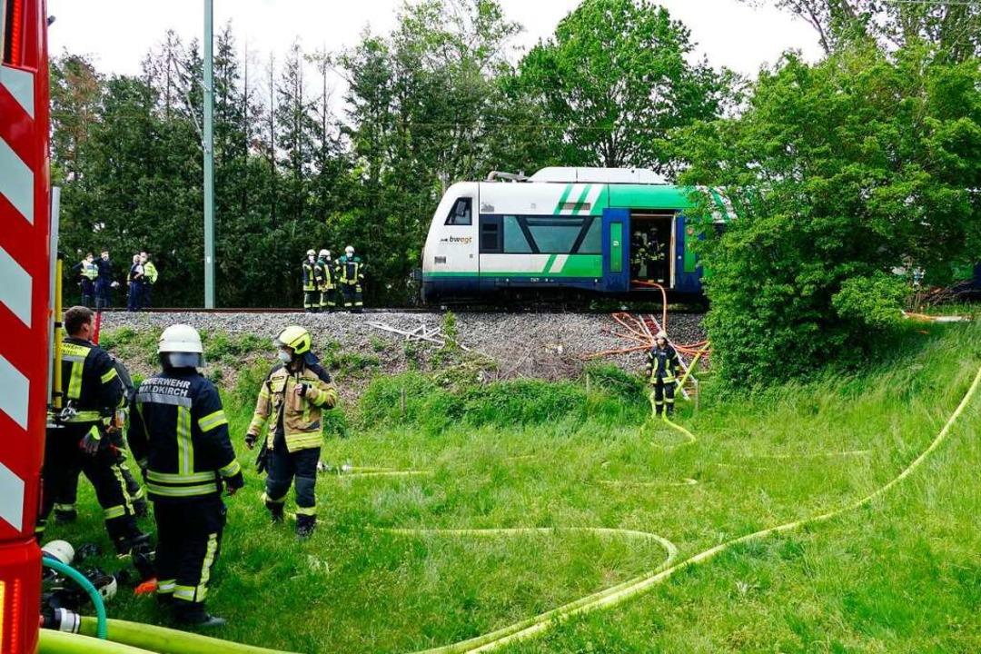 Der Zugführer stoppte den Zug auf offener Strecke und evakuierte die Fahrgäste.  | Foto: Sylvia Sredniawa
