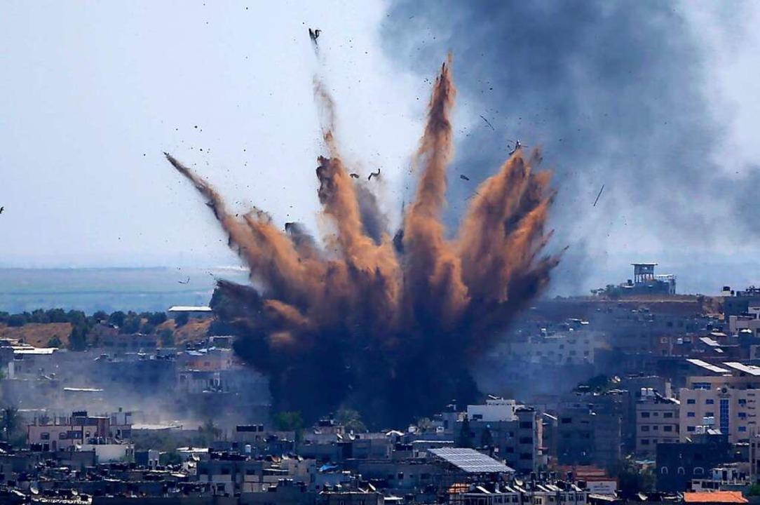 Gaza: Rauch steigt auf nach einem israelischen Luftangriffen.    Foto: Hatem Moussa (dpa)