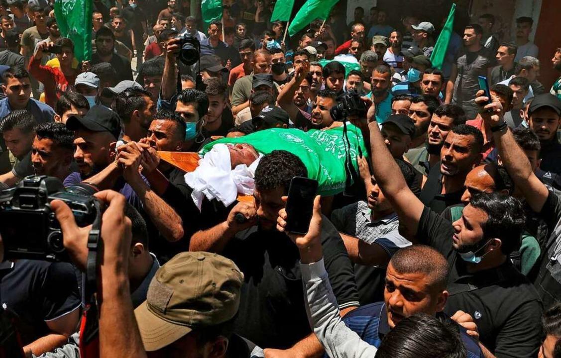 Palästinenser trauern um ihre Toten.    Foto: MAHMUD HAMS (AFP)