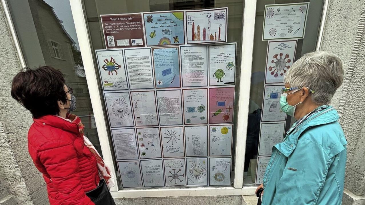 76 Viertklässler der Fridolinschule ha...taltete zwei Schaufenster mit Bildern     Foto: Barbara Ruda