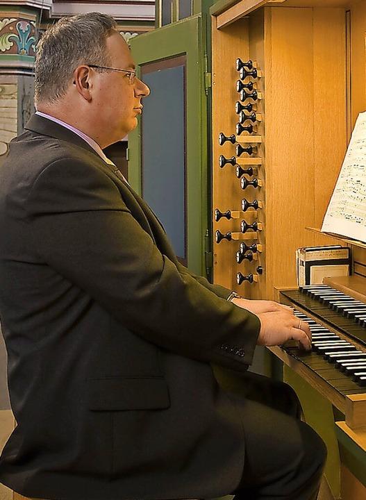 Tilo Strauß an der Orgel  | Foto: Kirche an der Schutter