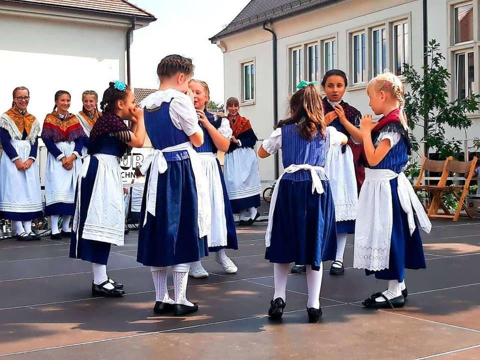 Volkstanz macht den Mädchen sichtlich ...e hier beim Dorffest 2019 in Hofweier.  | Foto: Privat