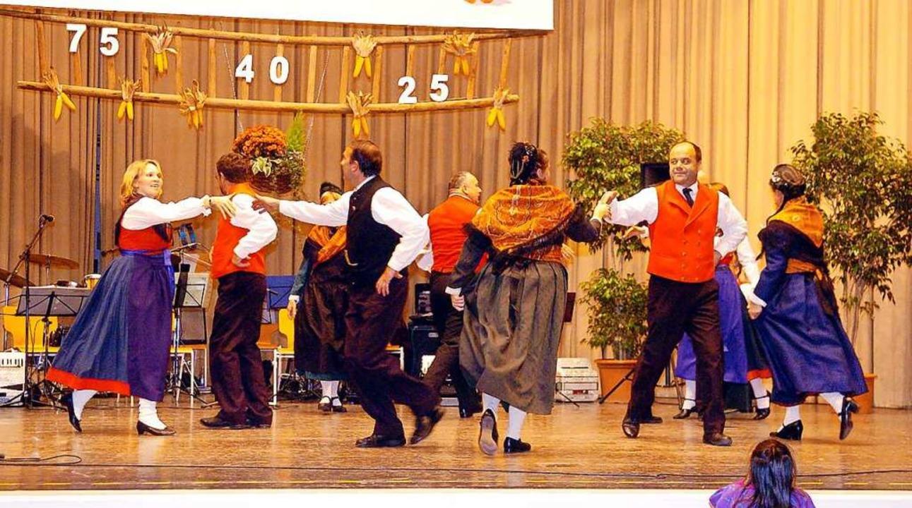 Schwungvoll trat der Volkstanzkreis au...bst- und Gartenbauvereins Friesenheim.  | Foto: Wolfgang Künstle