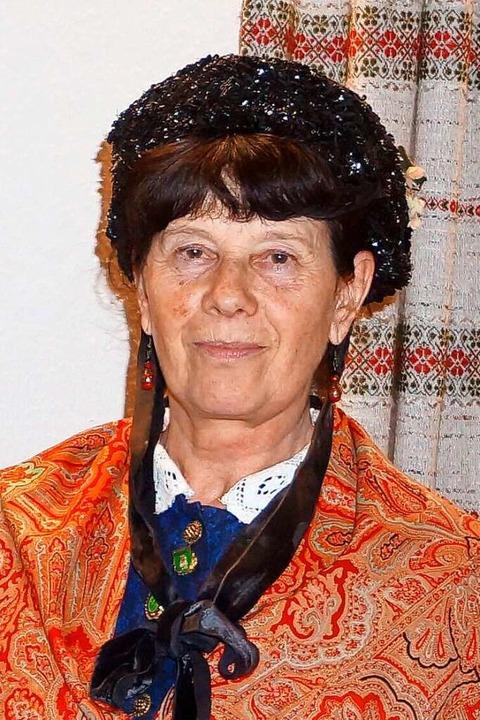 Die Vorsitzende Dorothea Lipps in Tracht  | Foto: Privat