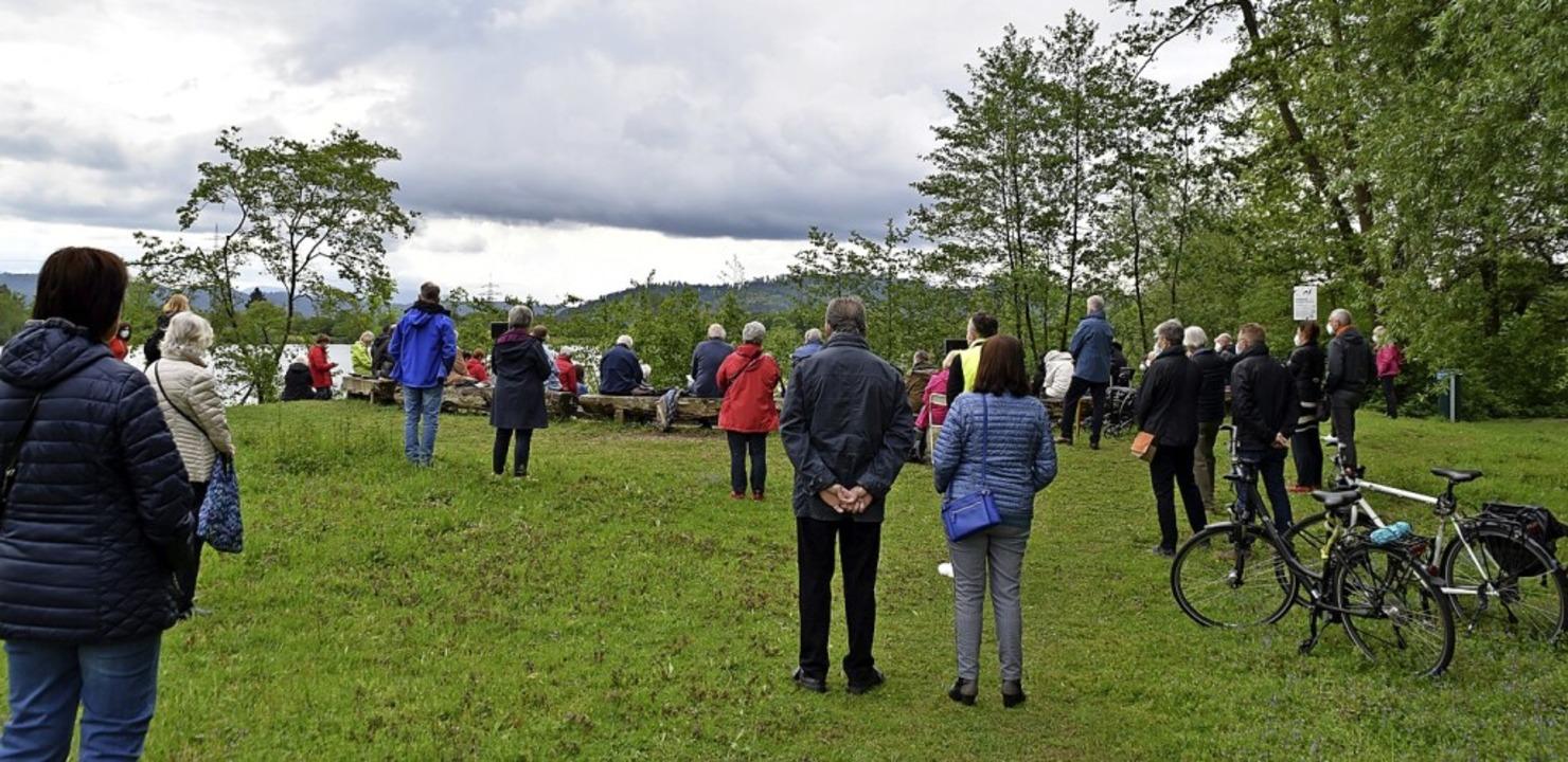 Rund 60 Besucherinnen und Besucher kam...Gottesdienst auf die Gifiz-Halbinsel.     Foto: Barbara Puppe