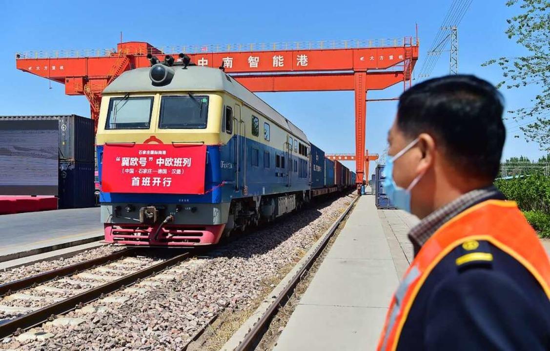 Ein Güterzug fährt vom Landhafen Shijiazhuang in Nordchina nach Hamburg ab. vom    Foto: Zhang Xiaofeng