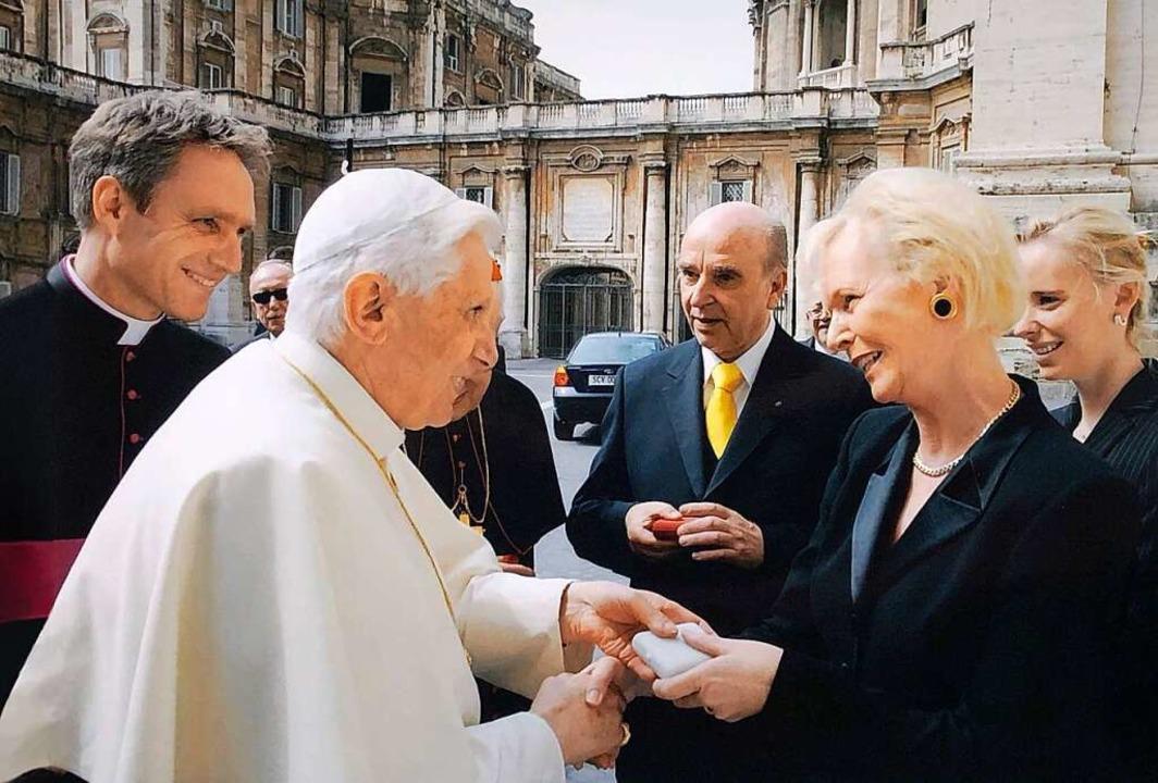 Audienz beim Papst (von links): Georg ...nz Xaver, Edith und Alexandra Grünwald  | Foto: Autohaus Gehlert