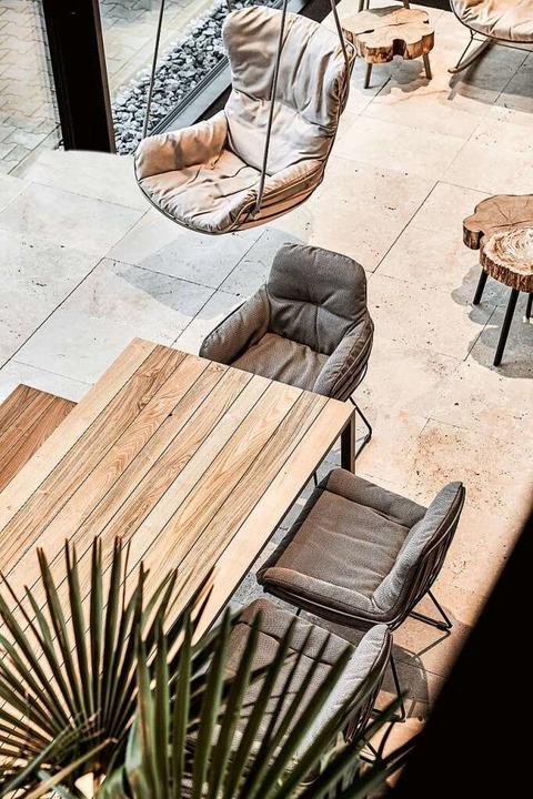 Der Tisch S 600 Outdoor  von Janua und...Ambiente auf der Terrasse und im Haus.  | Foto: Janua