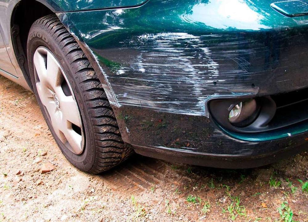 Auf dem Parkplatz eines Drogeriemarkts...wurde ein Auto beschädigt. Symbolbild.  | Foto: Andrea Warnecke
