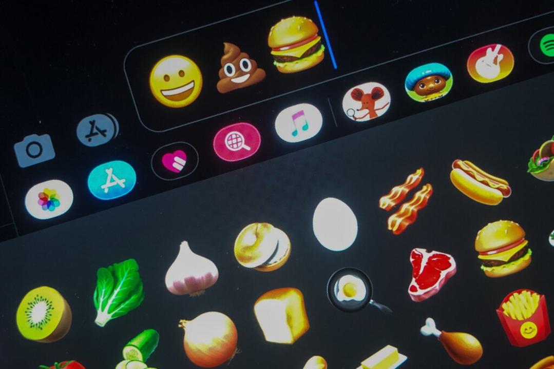 Beinahe für alle Lebenslagen gibt es nun ein Emoji.  | Foto: Jörg Carstensen (dpa)