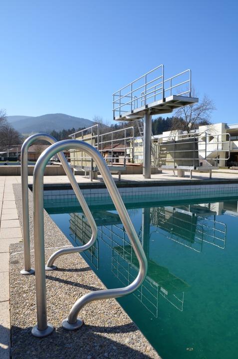 Das Dreisambad in Kirchzarten will Ende Mai aufmachen.  | Foto: Kathrin Blum