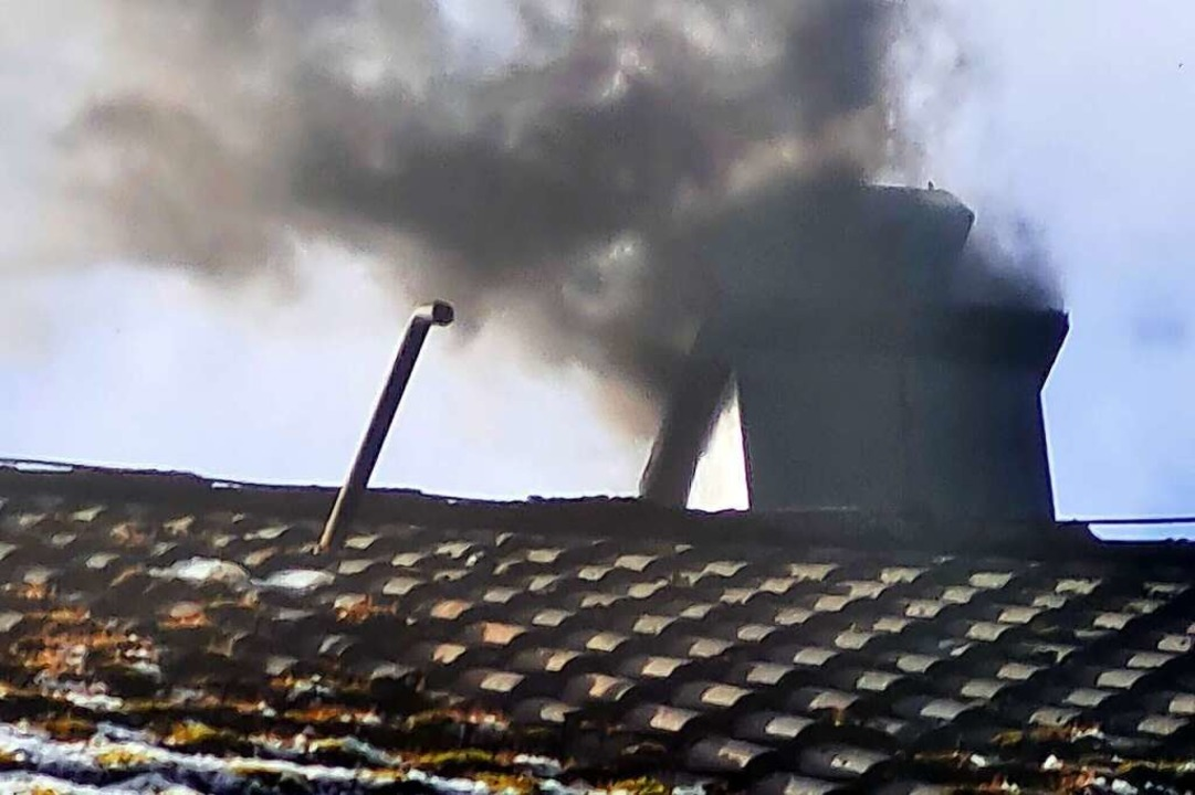 Ein Kaminbrand in Hasel (Symbolbild) l...Donnerstag einen Feuerwehreinsatz aus.  | Foto: Yvonne Rünzi